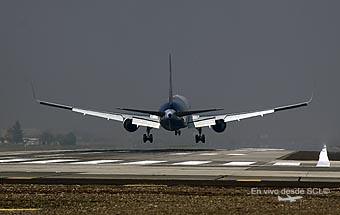 Avión B767 aterrizando en la RWY17L SCL (A.Ruiz)