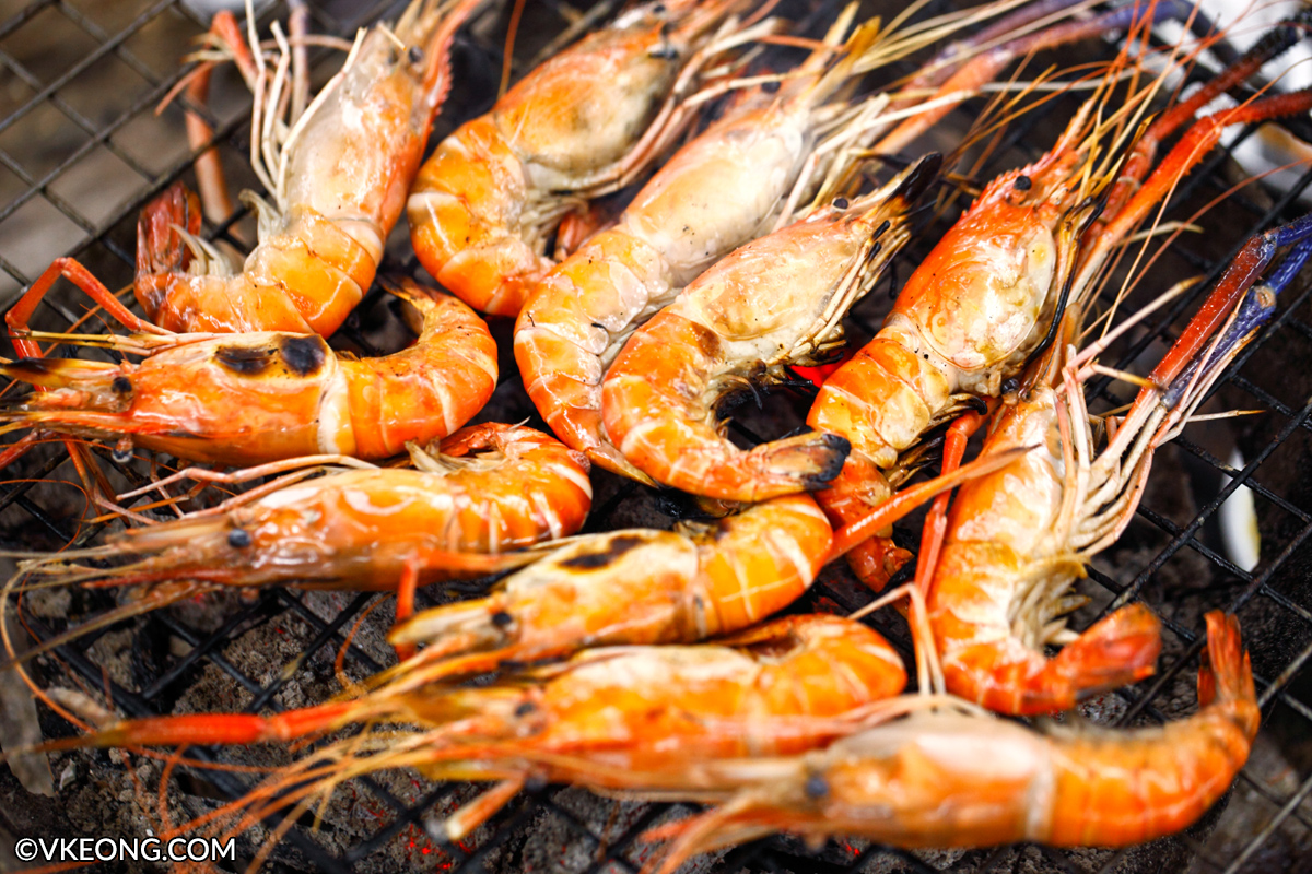 how to cut prawns for bbq