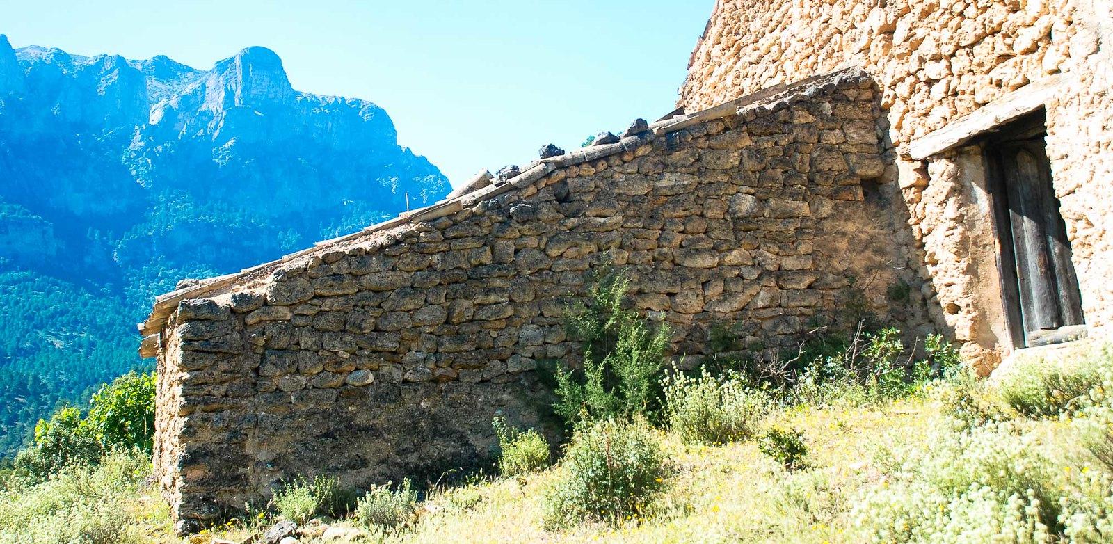 El cortijo del Mulón bajo las Banderillas