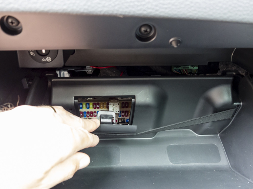 Installing A Dashcam Nissan Qashqai Forums Note Fuse Box Location The Glovebox Is Located By Two Press Fit Hinges Which Clip Over Plastic Barrel On Lower Dash