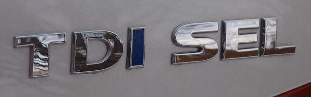 2015 Volkswagen Passat SEL TDI 010