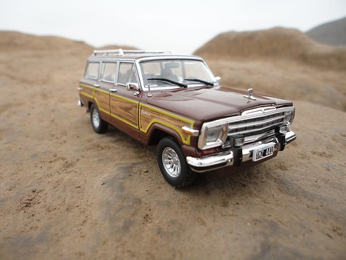 Jeep Grand Wagoneer (1991) 1/43 (PCT-IXO)