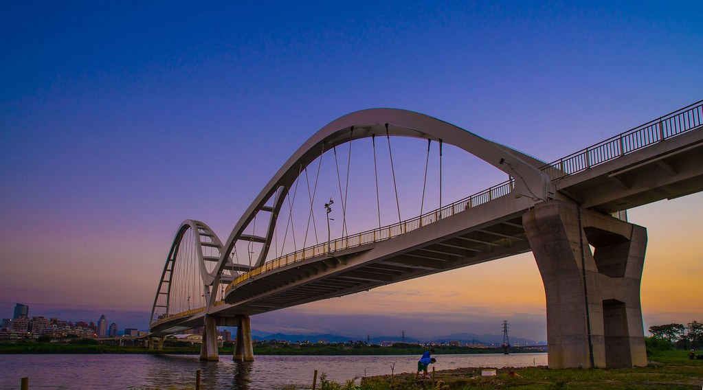 黃昏的新月橋, Crescent Bridge in Sunset