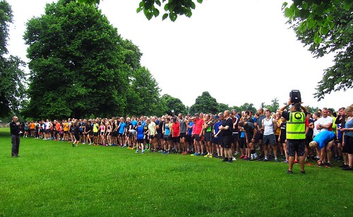 1086 park runners lined up on Lime Avenue