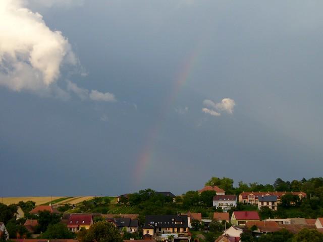 Rainbow + anticrepuscular rays