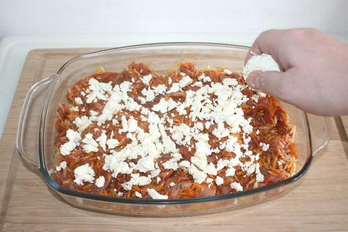 14 - Hälfte des Feta hinzufügen / Add half of feta