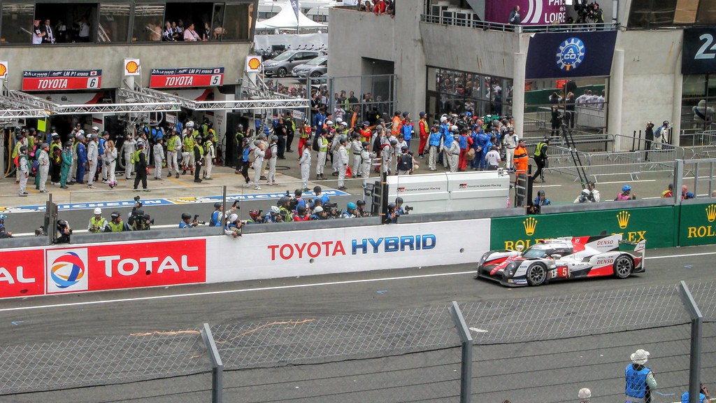 #5 Toyota Gazoo Racing TS050 - Hybrid - broken down adjacent to its own garage with minutes to go