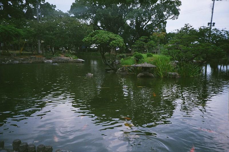 三柱神社の池