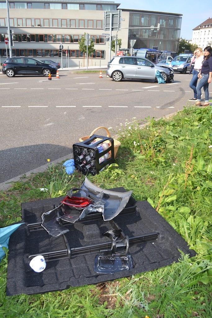 Pforzheim: X1 überschlägt sich nach Unfall am Bahnhofsplatz - 06.08.2016