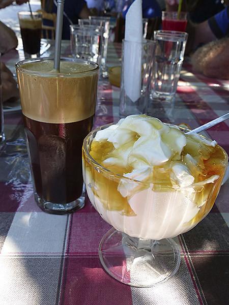 yaourt et café frappé à Filoti