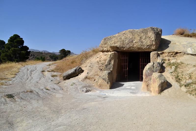 Entrada al dolmen de Menga.