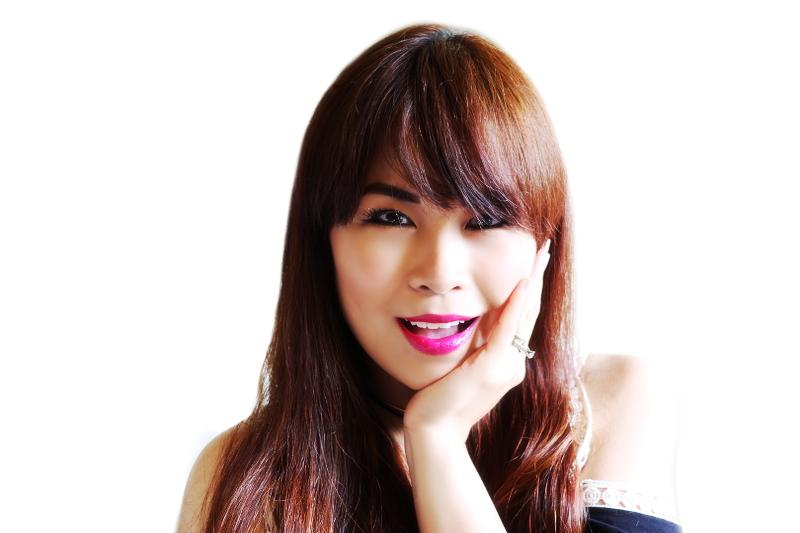 head-shot-hair-care-pink-lipstick-4