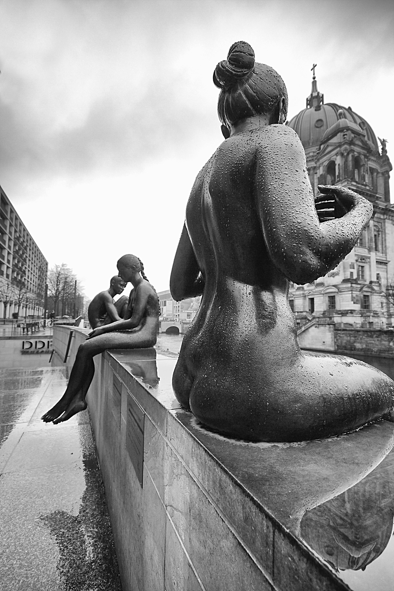 """Drei Mädchen und ein Knab (Bathers on the Spree)"", statue by Wilfried Fitzenreiter, photo by Phil W Shirley"