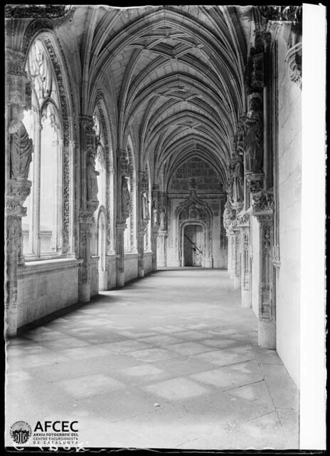 San Juan de los Reyes, claustro. Toledo a comienzos del siglo XX. Autor Desconocido   © Centre Excursionista de Catalunya