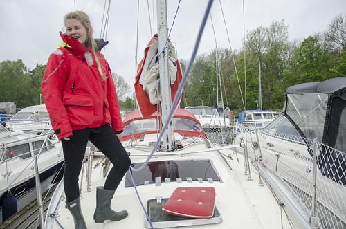 Oda Pedersen Taule (23) forelska seg i båten «Snuppa» i fjor og jobbar på spreng for å få ho klar til jordomsegling