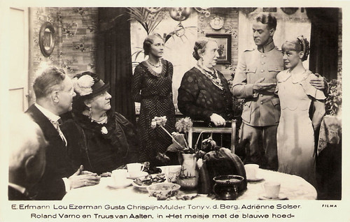 Roland Varno and Truus van Aalten a.o. in Het meisje met den blauwen hoed (1934)