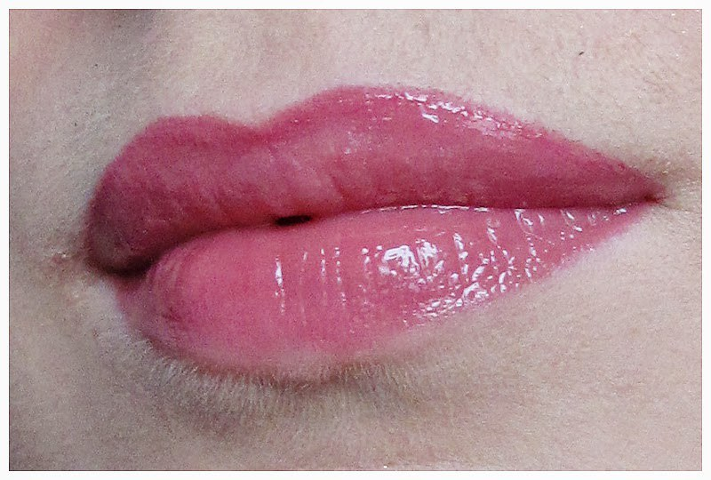 883_Bobbi_Brown_LipGloss_22Rosy_8