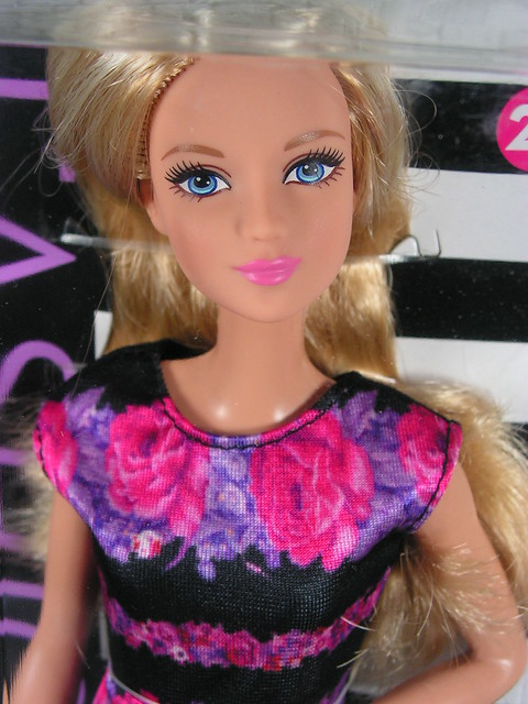 2015 Barbie Fashionistas 28 Floral Flair - Tall DMF30 (1)