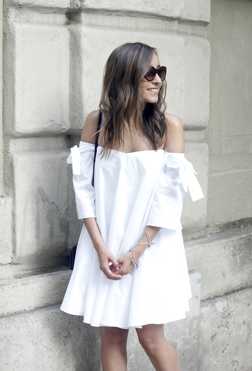white off the shoulders dress sandals with pompoms burgundy uterqüe bag sunnies summer outfit15