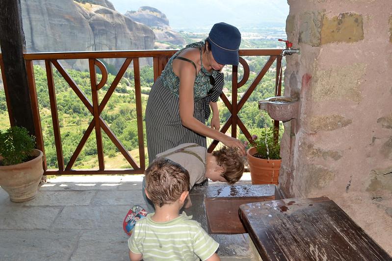 Una de las imprescindibles fuentes de los monasterios de Meteora.
