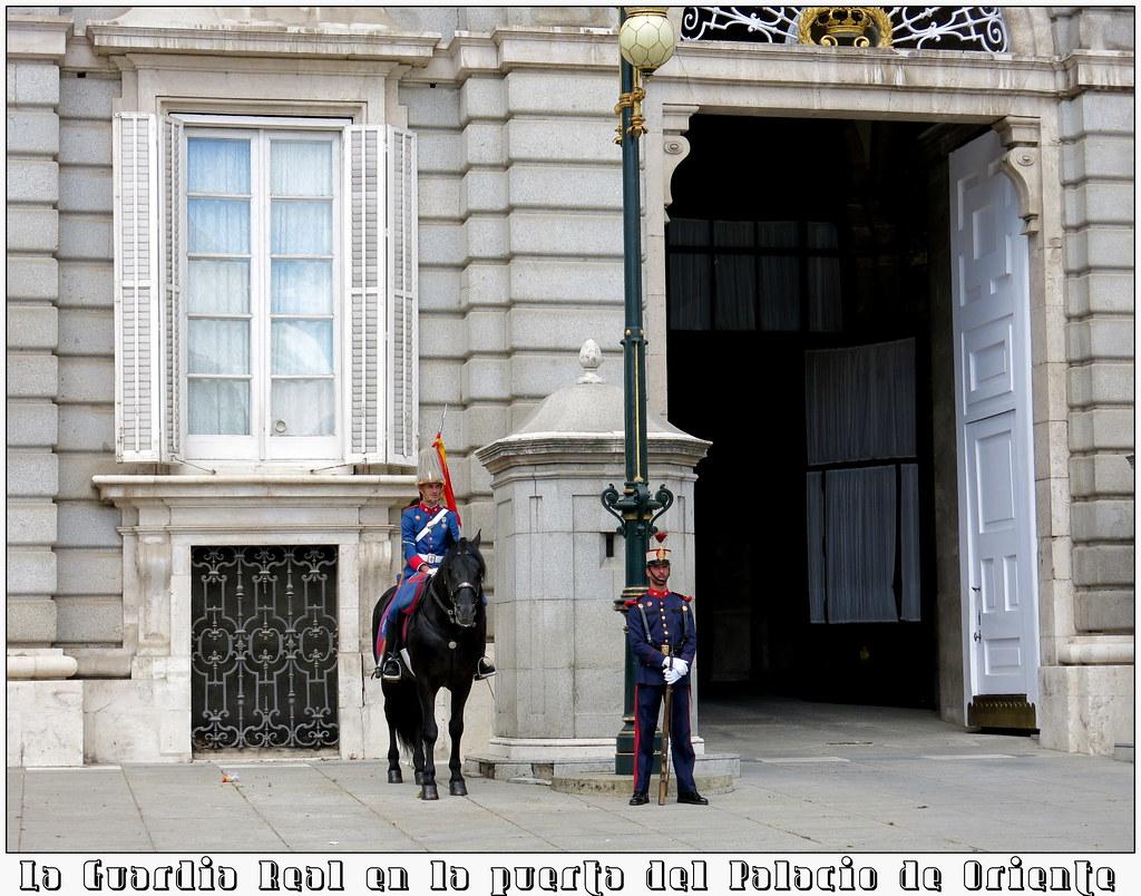 La Guardia Real en la puerta del Palacio de Oriente