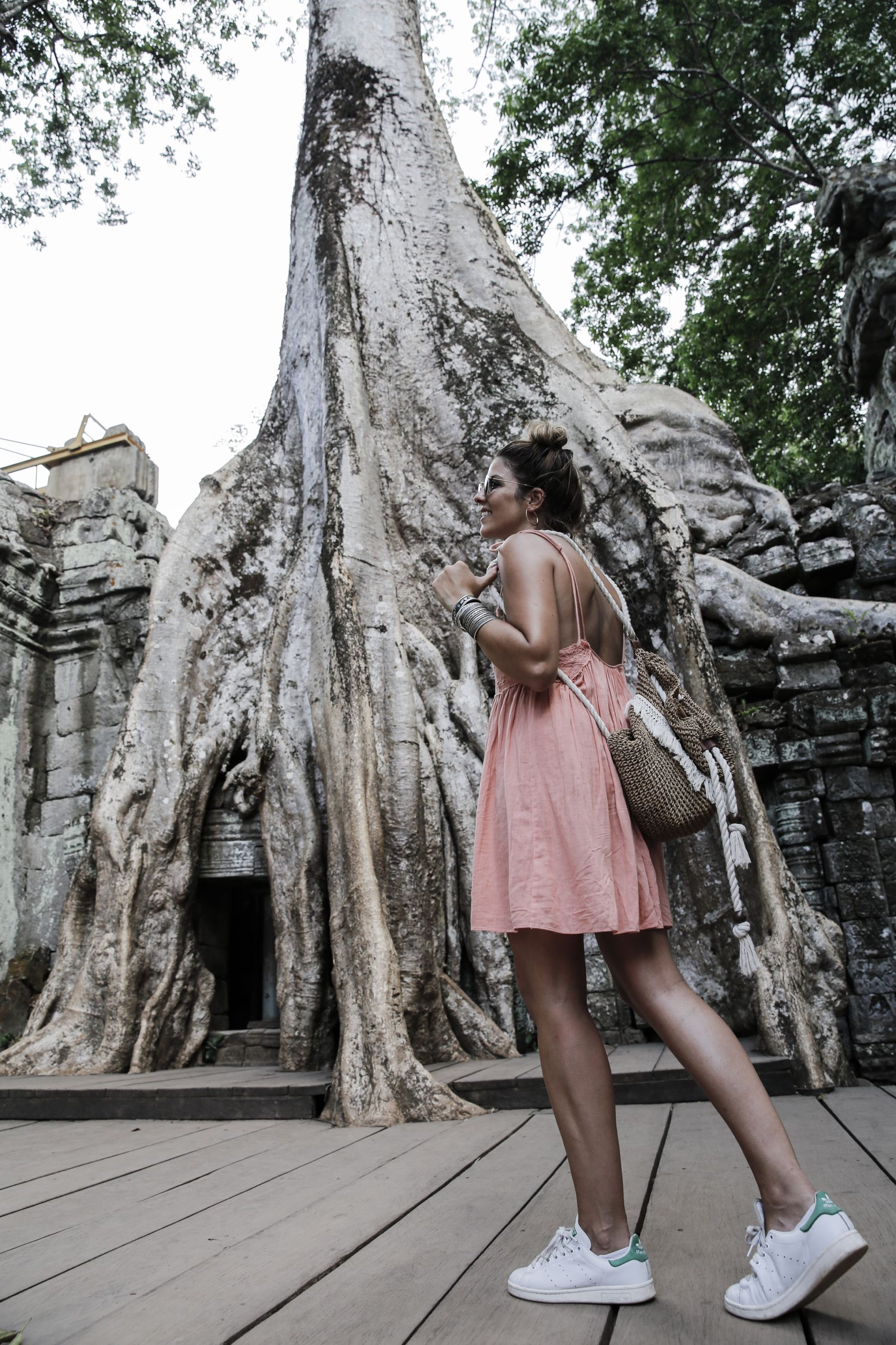 camboya cambodia angkor wat trendy taste summer trip outfit look dress sneakers stan smith vestido zapatillas asos adidas _42