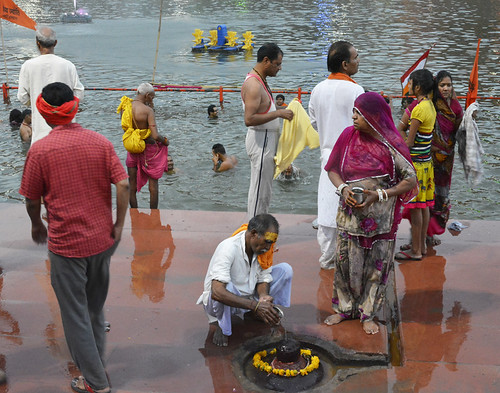 A resident of Gorakhpur performs Shiv puja after the royal bath.