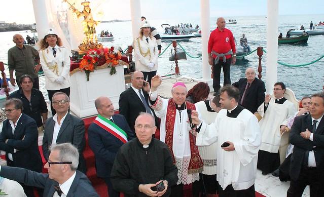 favale processione per mare san vito don giancarlo vigili urbani cosimo pedote don gaetano