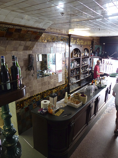 bar berto, inside