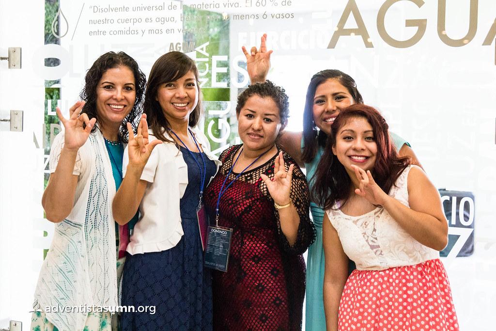 Congreso Nacional de personas con discapacidad auditiva e interprete de lenguaje de señas.