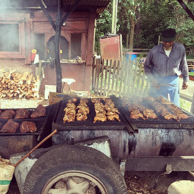 Pit stop at Curtis' to pick up riiiiiibs. #Vermont #CurtisBBQ #putney #imnotcookinginthisheat