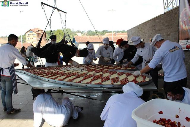 Maior pizza em formato de coração