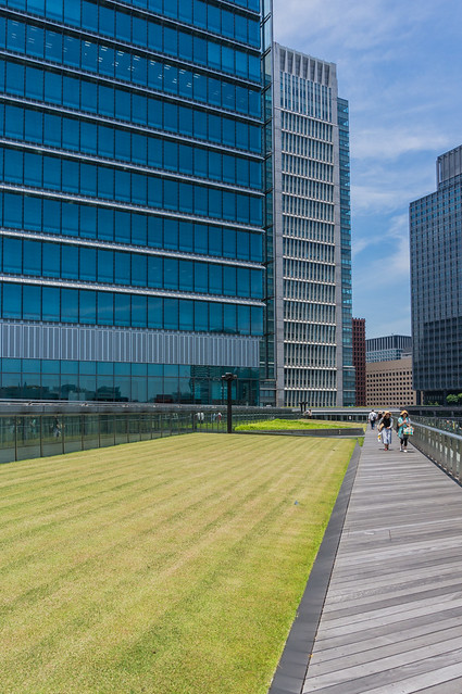 "Japan postal commercial facility ""KITTE"" 6-floor roof garden"