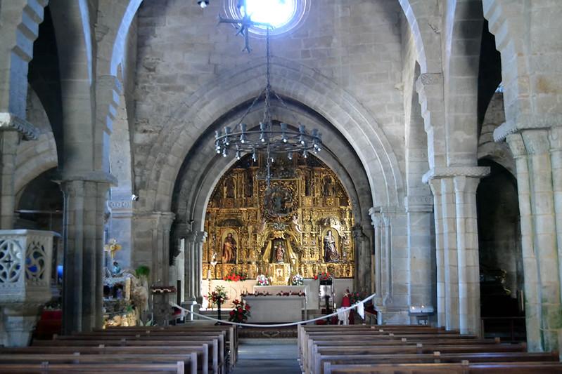 Planta basilical con tres naves.