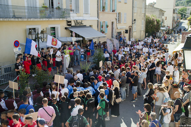 L'Euro des jeunes 06 - D�fil� � Biot village