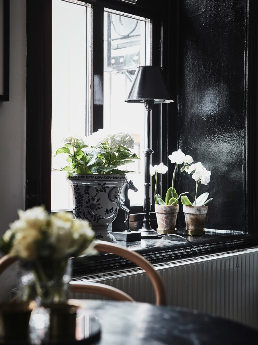 Chic Black and White Apartment