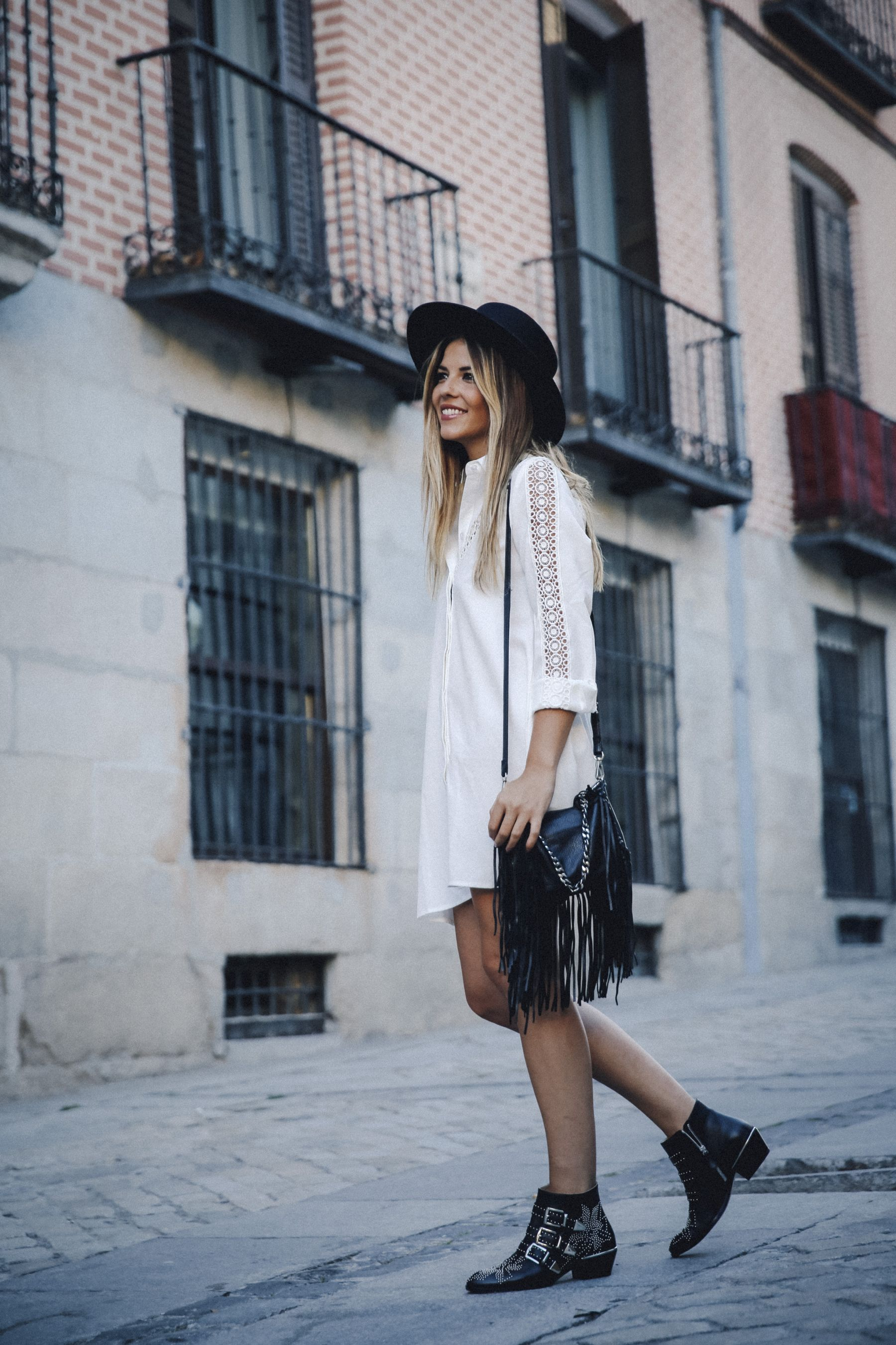 outfit look primavera spring street style trendy taste inspiration dress vestido casual sombrero hat brixton botines ankle boots susanna chloe bolso bag flecos fringes cuero leather asos blanco crochet lace_9