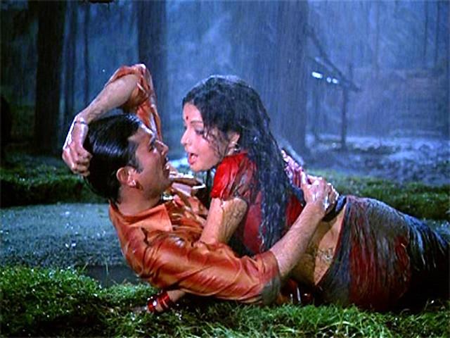 राजेश खन्ना और राखी पर बारिश में फिल्माया गया गीत