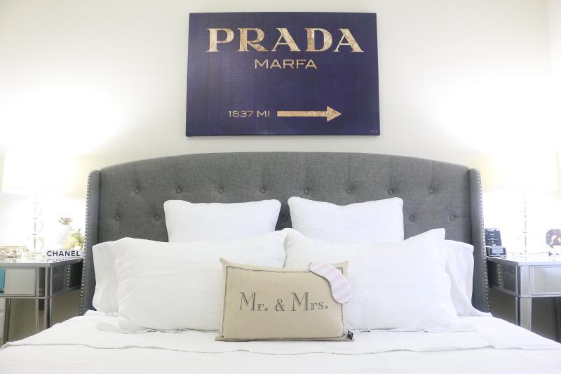 white-bedding-bed-oliver-gal-prada-art-10