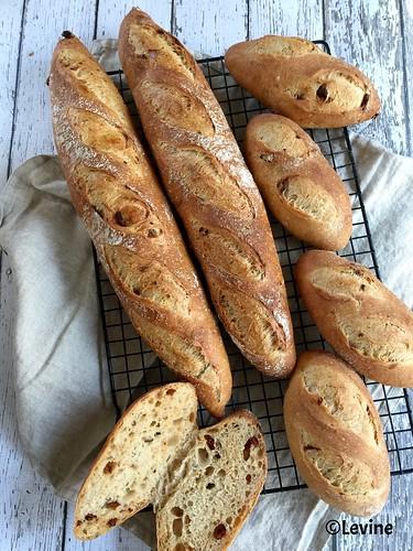 Brood met tomaten en rozemarijn