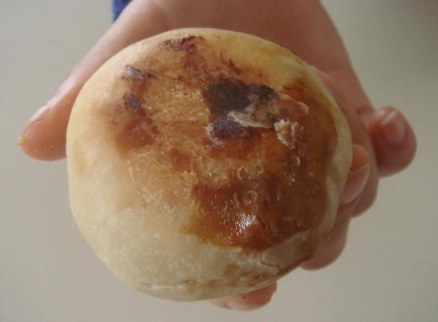 刚刚出炉的鲜肉月饼 热烘烘香喷喷