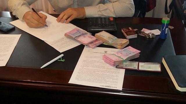 СБУ викрила на хабарництві одного з керівників ГУ ДФС у Рівненській області