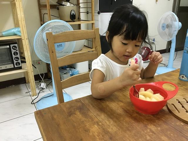 新家吃水果 :D
