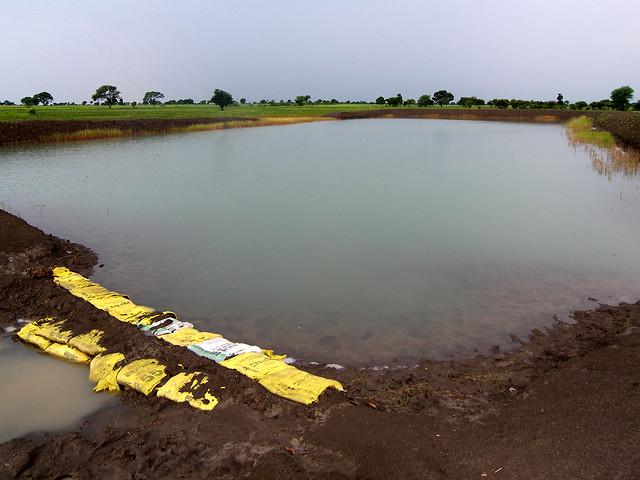 नाले का पानी एक के बाद एक अठारह तालाबों को भरता है