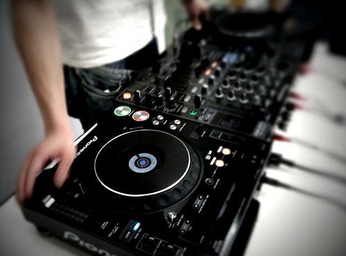 """""""Élőzenés DJ"""""""