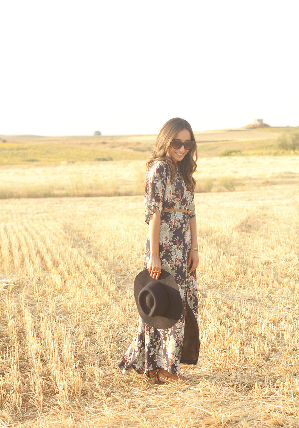 Maxi floral print dress uterqüe blue hat sunnies countryside summer outfit flat sandals massimo dutti07