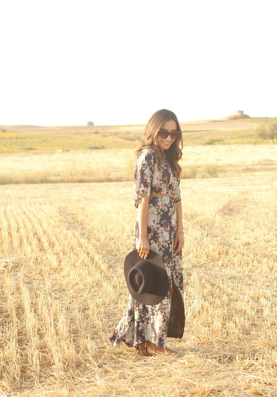 Maxi floral print dress uterqüe blue hat sunnies countryside summer outfit flat sandals massimo dutti07