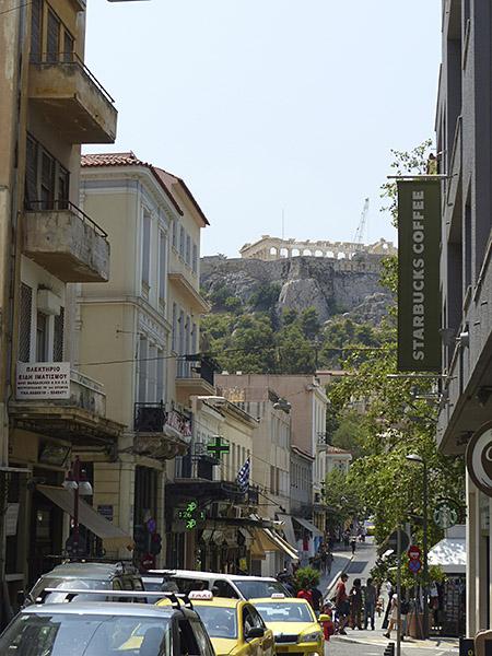 au bout de la rue, l'Acropole