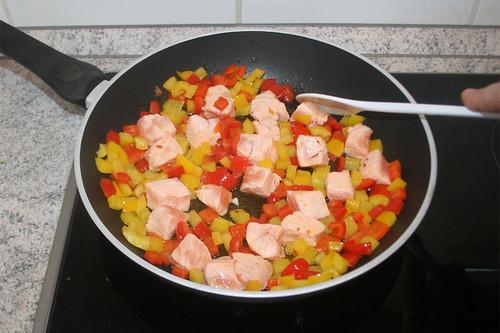 32 - Lachswürfel anbraten / Fry salmon