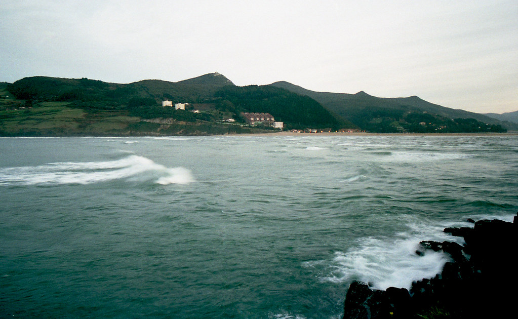 Subiendo la marea en la Ría de Gernika (País Vasco) [neg-color]